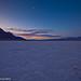 Badwater flats, Death Valley------BADWATER ist eine Senke im DEATH VALLEY, Kalifornien und ist der tiefste Punkt Nordamerikas mit 85,5 Metern unter dem Meeresspiegel. Die Kruste des Bodens sind sechseckige Salzstrukturen.