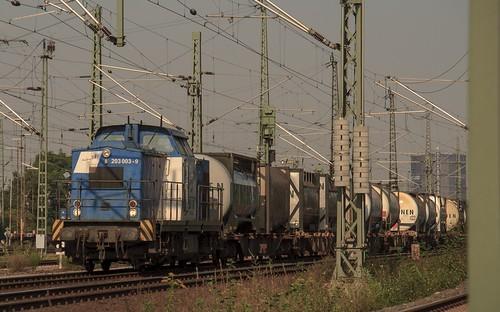 20.09.2005  Oberhausen West Stellwerk Maf Mathilde. duisport rail 203 003 mit Container