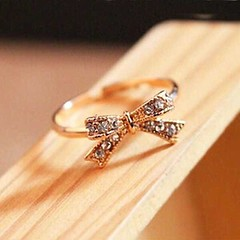 แหวนแฟชั่นเกาหลี ประดับคริสตัลรูปโบว์ปรับขนาดได้ทองแท้เนื้อ 14K นำเข้า ไซส์8 สีทอง - พร้อมส่งW496 ราคา200บาท แหวนมุกแฟชั่น ดีไซน์ใหม่ล่าสุดไซส์8 แหวนปรับขนาดได้เนื้อทองคำแท้14Kออกแบบรูปโบว์สวยมาก ให้คุณผู้หญิงเพิ่มความมีระดับมาดคุณนายไฮโซโดดเด่น เก๋น้ำหนั