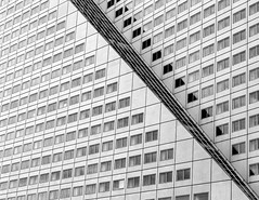 Windows (Augusto CalGar) Tags: street city light shadow urban bw white abstract black holland building textura blanco window lines architecture reflections lens ventana dc washington arquitectura rotterdam nikon y geometry negro edificio sigma diagonal repetition usm viga shape abstracto aire interrail libre texto estructura líneas nikond3200 monocromático sigma1750