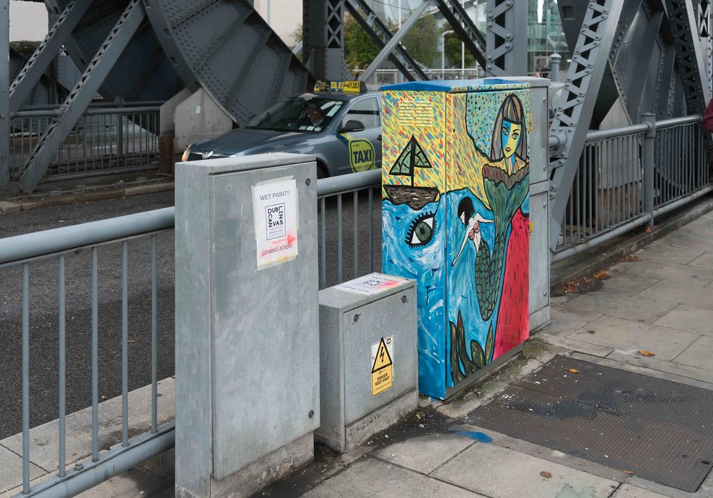 DUBLIN STREET ART AT THE LIFT BRIDGE BESIDE THE SAMUEL BECKETT BRISGE [DUBLIN CANVAS]-108678