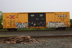 Irysh Wesoe (BombTrains) Tags: road railroad 2 art train bench graffiti paint tag graf rail spray cym graff kts freight 2010 tbox fr8 benching irysh afue wesoe 666911