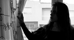 Cortinas de cristal (paula_pepper) Tags: light art love luz window beauty look mouth neck pepper ventana luces eyes shadows shot skin crystal sister brother maria cara young sombra silouette lips retratos paula cruz ojos curtains silueta lopez formas boca mirada guapa guapo cortinas alvaro cristal hermana pau rostro hermanos belleza cuello contrario rasgos