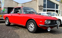 Lancia Fulvia (SP-98) Tags: auto old light red france hot love look car sport race canon fun rouge eos italian italia details wheels young style right voiture exotic chrome passion plaisir italie fulvia coup compact lancia roadster historique kmh jantes carbu athmo