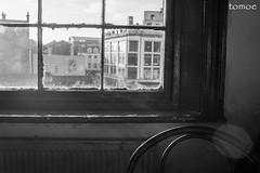 Liverpool (Natalia Lozano) Tags: bn bw blancoynegro bnw monochrome monócromo liverpool uk england window building ventana edificio silla chair