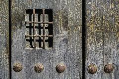 Llamé, pero no había nadie al otro lado (Ignacio M. Jiménez) Tags: puerta door madera wood decay vejez hierro iron ubeda jaen andalucia andalusia españa spain