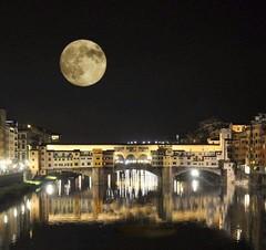 Luna piena su Ponte Vecchio - Full moon on Ponte Vecchio (trovado73) Tags: ngc flickertravelaward fullmoon pontevecchio arno river moon simplysuperb