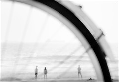 F_47A3404-BW-Canon 5DIII-Canon 70-300mm-May Lee 廖藹淳 (May-margy) Tags: maymargy bw 黑白 人像 曾經 腳踏車 車輪 海灘 海浪 模糊 散景 街拍 streetviewphotographytaiwan 線條造型與光影 linesformandlightandshadows 天馬行空鏡頭的異想世界 mylensandmyimagination 心象意象與影像 naturalcoincidencethrumylens humaningeometry 高雄市 台灣 中華民國 taiwan kaohsiungcity repofchina f47a3404bw portrait beach bicycle wheel blur bokeh taiwanstrait waves canon5diii canon70300mm maylee廖藹淳