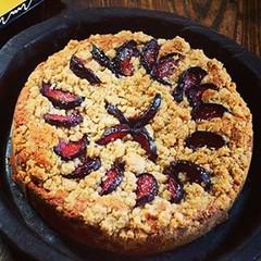 طرز تهیه کیک آلو سیاه مواد اولیه : آرد 3 پیمانه روغن مایع 1 پیمانه تخم مرغ 4 عدد آلو سیاه 4 عدد ماست 1 پیمانه شکر 1 و 1/2 پیمانه بکینگ پودر 1 قاشق غذاخوری نمک 1/8 قاشق چایخوری وانیل 1/2 قاشق چایخوری طرز تهیه کیک آلو سیاه :  فر را روی حرارت 180 روشن می کنی (jansonwikenson) Tags: square squareformat mayfair iphoneography instagramapp uploaded:by=instagram