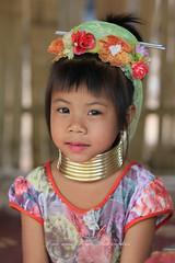 Padaung Karen (jmboyer) Tags: voyage travel portrait people woman tourism girl face canon neck asian thailand photography photo yahoo asia flickr photos retrato femme picture tribal karen thalande viajes longneck planet mae lonely asie lonelyplanet tribe monde thailandia birma couleur gettyimages tourisme visage nationalgeographic viajar thailande tailand thanaka tribu padong padaung birmanie kayan travelphotography femmegirafe googleimage go birmania  lurvely ethnie travelshot thaikand documentory besttravelphotos photoflickr photosflickr canonfrance earthasia giraffewomen photosyahoo imagesgoogle googlephoto mujeresdecuellodejirafa photogo nationalgeographie jmboyer photosgoogleearth tha1800