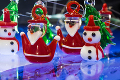Santa And Snowman [Macro Mondays] (Marco Di Ferrante) Tags: macromondays santa snowman christmas natale babbo colori rosso bianco white red blue