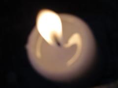 Bougie (HELLO-PITCHOU) Tags: coteaux bueren noir blanc nuit bougie jaune feu