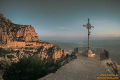 Creu de Sant Miquel y monasterio de Montserrat. (avi_olmus) Tags: empedrado cruzdesantmiquel nocturnas paisaje amanecer montserrat barandilla mirador monistroldemontserrat cataluña españa es