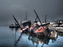 Hout Bay Harbor (jan-krux photography - thx for 1.8 Mio+ views) Tags: houtbayharbor trawler constantiaberg wreck dark dunkel hafen schiffe boote ships boat olympus em1mkii omd south africa suedafrika western cape westkap hout bay reflexion water wasser explore inexplore