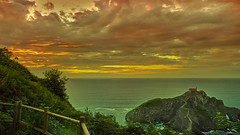 Sunset San Juan de Gaztelugatxe. Atardecer. (hajavitolak) Tags: a7 csc captureone evil fullframe fx ilce7m2 milc mirrorless sinespejo sony sonya7ii sonya7m2 emount sunset atardecer naturaleza nature nubes natural clouds costacantábrica sanjuándegaztelugatxe bermeo countrybasque vizcaya paisaje paisvasco mar sea tamron tamron247028 tamron2470