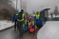 Snow day (Tydence) Tags: oslo schoolkids sleds snow street cold