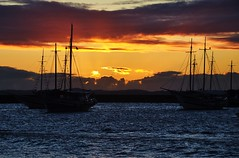 bfds procê (Ruby Ferreira ®) Tags: sunset boats bay barcos silhouettes silhuetas salvadorba baíadetodosossantosba northeastbrazilian
