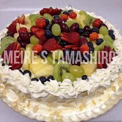 FRUIT CAKE (Meire Tamashiro) Tags: frutas fruits cake design strawberry pineapple bolo kiwi uva morango grape abacaxi chantilly personalizado castanhadopar