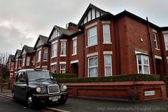 Manchester (Nuria Domínguez) Tags: street uk inglaterra houses england car manchester taxi coche casas barrio reinounido calzada mroad nuriadomínguez