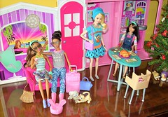 Home for the Holidays (flores272) Tags: christmas vintage toy toys doll dolls barbie skipper skipperdoll lps barbiedoll barbiefurniture barbiedollhouse nikkidoll vintagelps barbiefashionistas barbieglamvacationhouse barbiedinnerdate lagirlbarbie 2010barbieglamvacationhouse
