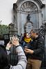 Brussels (jaumescar) Tags: brussels bruselas tourist attraction selfie photo travel couple manneken pis statue peeing smartphone