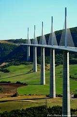 NKN_9329_GF (Phil-PhotosNomades) Tags: viaducdemillau viaduc aveyron occitanie midipyrénées valléedutarn pontàhaubans pont autoroutea75 a75 causserouge caussedularzac panorama eiffage massifcentral creissels france larzac