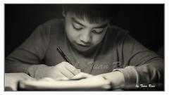 SHF_3983_Studying (Tuan Râu) Tags: 1dmarkiii 14mm 100mm 135mm 1d 1dx 2470mm 2017 50mm 70200mm canon canon1d canoneos1dmarkiii canoneos1dx chândung portrait light lighting study họcbài học tuanrau tuan râu