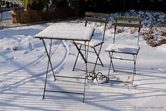 Cool- Snow Picknick in the Sun (Sockenhummel) Tags: schnee snow winter picknick tisch table stühle chairs garten garden terrasse vorgarten fujifilm x30 fuji finepix fujix30 cool kalt frozen sonne schatten