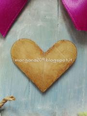 casettaprimavera_07w (Morgana209) Tags: casetta abbassalingua recupero riciclo riciclocreativo handmade diy faidate fattoamano birdhouse flower fiorellini primavera spring fiori rosa azzurro cuore nastro woodstick wood