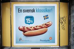 En svensk klassiker (Håkan Dahlström) Tags: en food sign photography se skåne korv sweden f14 ad swedish cropped med malmö svensk bröd klassiker pressbyrån 2015 davidshall skånelän xe2 xf35mmf14r ¹⁄₂₇₀₀sek 2130082015125400