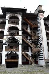 2015_Rila_4404 (emzepe) Tags: building tree pine stairs yard court wooden nice bell courtyard structure inner monastery rila staircase fa augusztus bulgarie udvar 2015 bulgarien harang nyr bels plet  folyos szp  lpcshz lpcs feny   bulgria fenyfa kolostor fbl csolt faszerkezet rilai