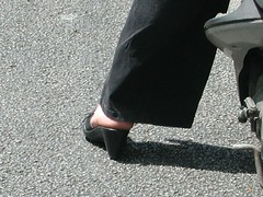 bbb96-082 (J.Saenz) Tags: barcelona street woman feet bike foot calle mujer shoes candid tacos zapatos pies moto heels tacones pieds scarpe schuh robada motorcicle shoefetish tacchi fetichismo shoeplay podolatras