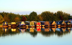 Line Of Narrowboats (Adrian J Price) Tags: autumn sunshine sunrise canon canals oxford coventry narrowboat warwickshire grandunioncanal
