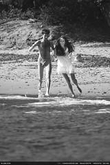 Happy couple running (Ludtz) Tags: mer beach canon sand couple cotedazur sable happiness run course plage 83 bonheur joie mediterraneansea mditerrane lelavandou 5dmkii canoneos5dmkii ludtz plagedelafossette tamron500|8