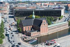 Kopenhagen - Holmens Kirke und Danmarks Nationalbank (CocoChantre) Tags: auto kirche dk bauwerk dnemark kopenhagen verkehr kbenhavn pkw zentralbank danmarksnationalbank holmenskirke regionhovedstaden strasenverkehr