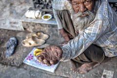INDIA7429 (Glenn Losack, M.D.) Tags: street people india portraits photography delhi muslim islam poor photojournalism buddhism impoverished flip flops local hindu scenics handicapped deformed beggars outcasts glennlosack losack glosack dahlits