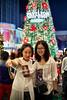 Wefie (phalinn) Tags: pavilion kuala lumpur kl malaysia bukit bintang selfie wefie people outdoor christmas dslr canon eos 5dm4 50mm bokeh