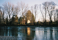 (Alessio Conti) Tags: analogue film ishootfilm ilovefilm filmcamera filmisnotdead filmphotography 35mm olympus mju fujifilm superia landscape river house sunset winter ticino reflection