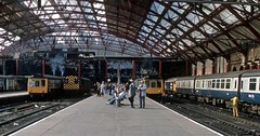 Liverpool Lime Street Station, September 1986 (David Rostance) Tags: liverpool limestreet railwaystation people class47 47411 47497 dieselshunter class08 08922 dmu class108