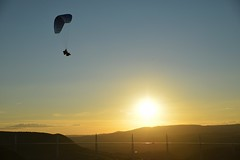 Parapente prs du Viaduc de Millau (Michel Seguret Thanks all for 8.300 000 views) Tags: sunset summer sky france sport nikon sommer coucher himmel viaduct ciel cielo couchant ete millau handgliding d800 larzac parapente viaduc aveyron michelseguret
