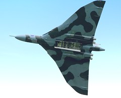 XH558 (CharlieH76) Tags: england sky classic canon eos display britain jet engineering rollsroyce olympus vulcan noise bomber howl dunsfold wingsandwheels xh558 1200d