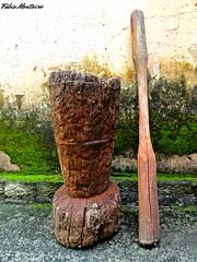 Pilão antigo (Fábio & Carol - Itaí - SP - Brasil) Tags: old brazil field brasil rural countryside arte farm artesanato artesanal campo sítio tronco madeira cultura caipira fazenda antiguidade antigo sertanejo pilão rústico mãodepilão itaísp socador sonydsch55 cotchí
