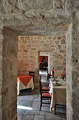(crow.mara) Tags: ristorante interni tavoli masseria