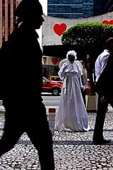 Babilnia (Jlia Bruno) Tags: cidade branco grande avenida amor mulher coraes sp sem paulo so negra anjo paulista silhueta fmea cosmopolis babilnia cegueira ignorncia