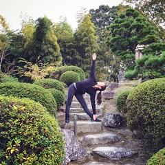 Trikonasana, Shukkeien Garden (beakee) Tags: japan yoga hiroshima trikonasana trianglepose shukkeiengarden