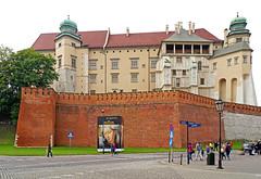 Poland-01699 - Wawel Castle (archer10 (Dennis) 88M Views) Tags: krakow poland globus sony a6300 ilce6300 18200mm 1650mm mirrorless free freepicture archer10 dennis jarvis dennisgjarvis dennisjarvis iamcanadian novascotia canada