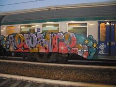 born to roll (en-ri) Tags: getme juicy lyp dfv lilla marrone stelline gocce occhi eyes train torino graffiti writing arrow