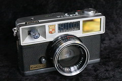 Yashica Flash-O-Set (dcsides) Tags: yashica flashoset yashinon 40mm f4