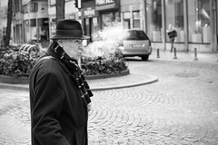 L'homme qui fume (GESODEMIETER) Tags: black white blackandwhite bw street streets streetphotography man candid smoking smoke fume hat people public outdoor mono monochrome