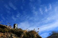 Val d'Aosta - Valle di Gressoney: Perloz, Chemp. il sogno portato dal vento (mariagraziaschiapparelli) Tags: valdaosta valledigressoney perloz chemp allegrisinasceosidiventa autunno camminata sculture angelobettoni villaggio frazione montagna mountain monterosa